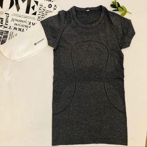 LULULEMON Short Sleeve T-shirt Grey Authentic Sz 4